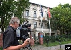 Bên ngoài sứ quán Việt Nam tại Berlin. Chính phủ Đức đã trục xuất 2 nhân viên đại sứ quán ở đây sau khi cáo buộc mật vụ Việt Nam bắt cóc ông Trịnh Xuân Thanh ngày 23/7 tại Berlin.