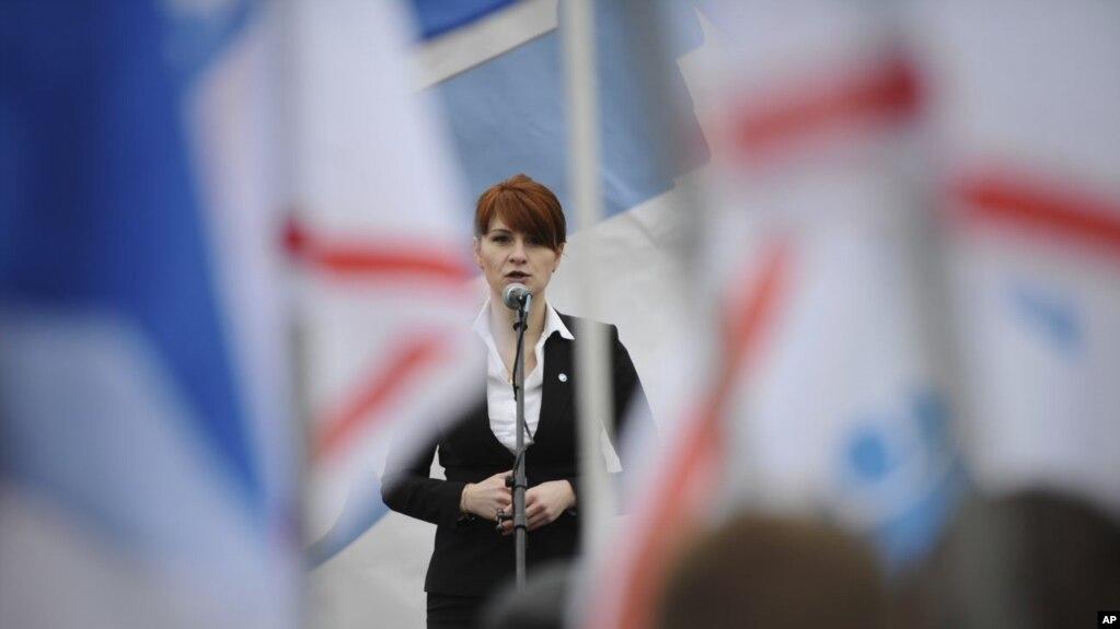 Cô Maria Butina nói tại một cuộc vận động hợp pháp hóa việc sử dụng súng ở Moscow.