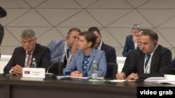 Delegacija Srbije u Moskvi: ambasador u Rusiji Miroslav Lazanski, premijerka Ana Brnabić i ministar trgovine Rasim Ljajić (s leva)