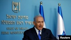 اسرائیل کے وزیرِ اعظم نیتن یاہو پریس کانفرنس کر رہے ہیں۔ (فائل فوٹو)