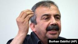 Güney illerinde HDP bürolarına düzenlenen bombalı saldırılardan sonra 18 Mayıs'ta açıklama yapan Sırrı Süreyya Önder