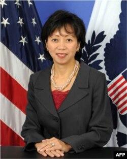 Bà Giao nói không có gì trả nợ Hoa Kỳ cho xứng bằng việc được tham dự vào dự án xây dựng một hàng không mẫu hạm tối tân nhất.