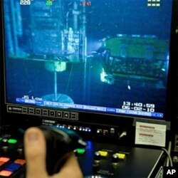 ROV (remote operated vehicle) control room on board the Transocean Discoverer Enterprise, 02 Jun 2010