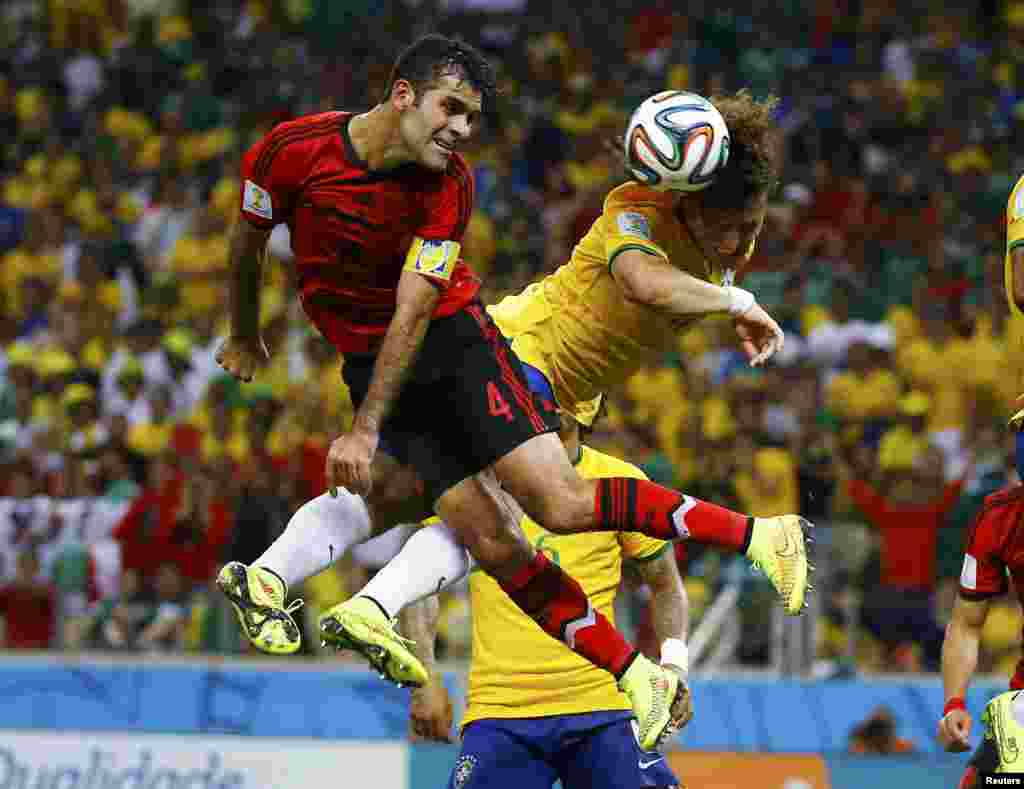 Mexico's Rafael Marquez (left) fights for the ball with Brazil's David Luiz during their 2014 World Cup Group A soccer match at the Castelao arena, in Fortaleza, June 17, 2014.