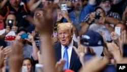 El presidente Donald Trump participaba de un evento de campaña en Ohio cuando arremetió contra el astro de la NBA, LeBron James.