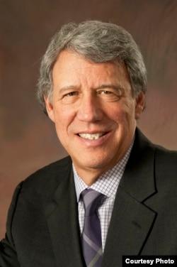 芝加哥大學法學院教授傑弗里-斯通(Geoffrey Stone)