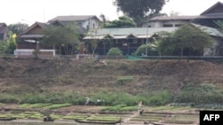 Nông dân trồng trọt trên bờ sông Mekong