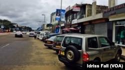 Les images d'Ali Bongo sur partout à Libreville, au Gabon, le 24 août 2016. (VOA/Idriss Fall)