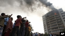 آتش زدگی کا نشانہ بننے والی تزرین فیشن فیکٹری(فائل)
