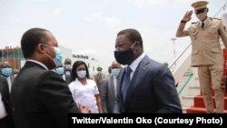Président Denis Sassou N'Guesso (G) ayambi mokokani wa ye ya Togo Faure Gnassimgbé (D) ya Togo na libanda lya mpepo Maya Maya, Brazzaville, Congo-Brazzaville, 18 février 2021. (Twitter/Valentin Oko)