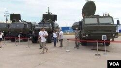 2014俄罗斯国防出口展览上的雷达和电子对抗装备,这些装备未来或使用中国电子零部件。(美国之音白桦拍摄)