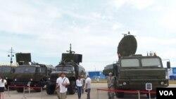 2014俄羅斯國防出口展覽上的雷達和電子對抗裝備,這些裝備未來或使用中國電子零部件。(美國之音白樺拍攝)