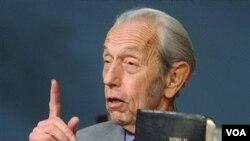 Seorang penginjil AS, Harold Camping meramalkan Hari Kiamat terjadi hari Sabtu, 21 Mei 2011 pukul 6 sore.
