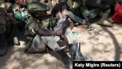 Enfants soldats avant une cérémonie de démobilisation dans l'État de Jonglei, au Soudan du Sud, le 27 janvier 2015.