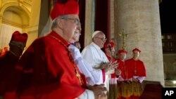 Папа Римский Франциск (в центре)