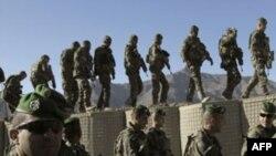 Các binh sĩ của lực lượng đa quốc đã tịch thu được nhiều vũ khí trong chiến dịch truy quét an ninh tại tỉnh Logar ở đông Afghanistan
