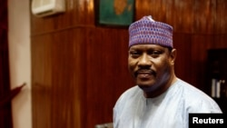L'ancien Premier ministre du Niger, Hama Amadou, pose pour une photo dans son bureau à l'Assemblée nationale à Niamey, le 16 septembre 2013.