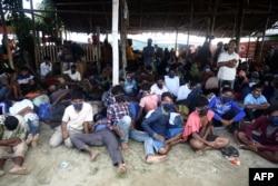 Sekitar 300-an pengungsi Rohingya tiba di Lhokseumawe, Aceh hari Senin 7 September 2020.