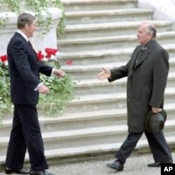 里根和戈尔巴乔夫在瑞士首度会晤(1985年11月19日)