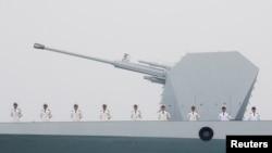 中国海军驱逐舰太原号2019年4月23日在山东青岛参加庆祝人民解放军海军建军70周年的阅兵活动。(资料照 路透社)