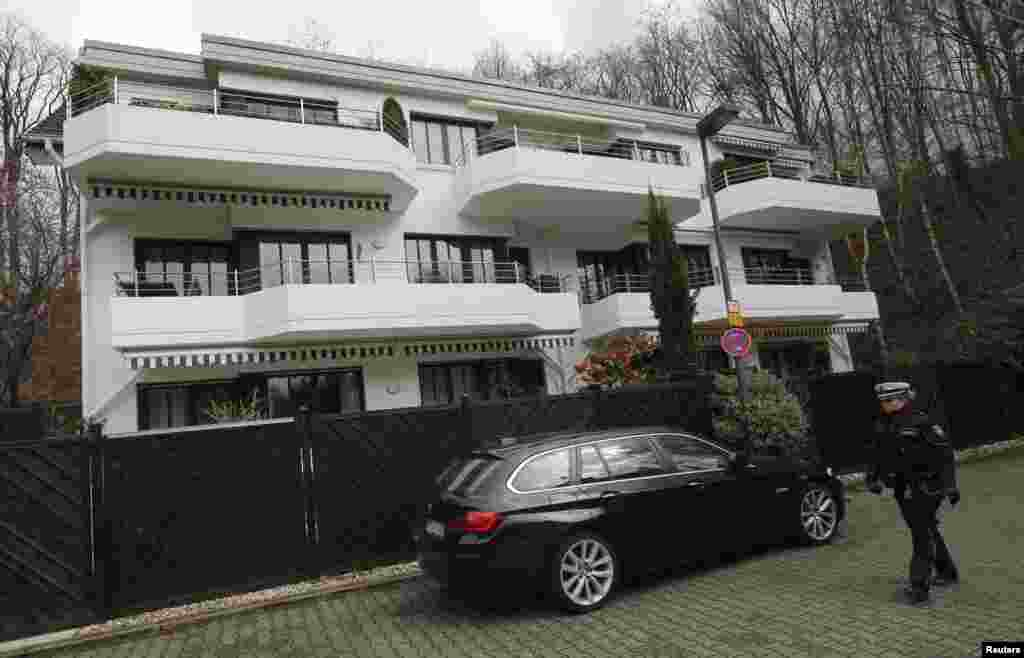 authorities search home of germanwing co pilot andreas lubitz. Black Bedroom Furniture Sets. Home Design Ideas