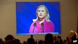 Клинтон: Авганистан мора да направи реформи