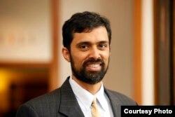 维吉尼亚大学法学院教授塞克赛克瑞沙纳•普拉卡什(Saikrishna Prakash)