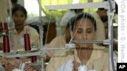 ঢাকায় তৈরী পোশাক শিল্প শ্রমিকদের সাথে পুলিশের সংঘর্ষ