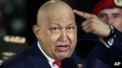چاوز برای ماندن در قدرت، سعی می کند خود را سالم نشان دهد.