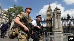 军人和警察在伦敦的威斯敏斯特地区巡逻(2017年5月24日)