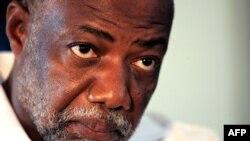 Candidat à la présidentielle libérienne, Varney Sherman participe à un débat politique avec ses adversaires Charles Brumskine et Ellen Johnson Sirleaf à Monrovia, 14 septembre 2005.