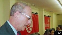 Christopher McMullen, embaixador americano em Angola