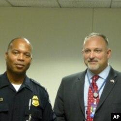 美国海关官员唐宁(左)和海关暨边境保护局对外关系专家沙普