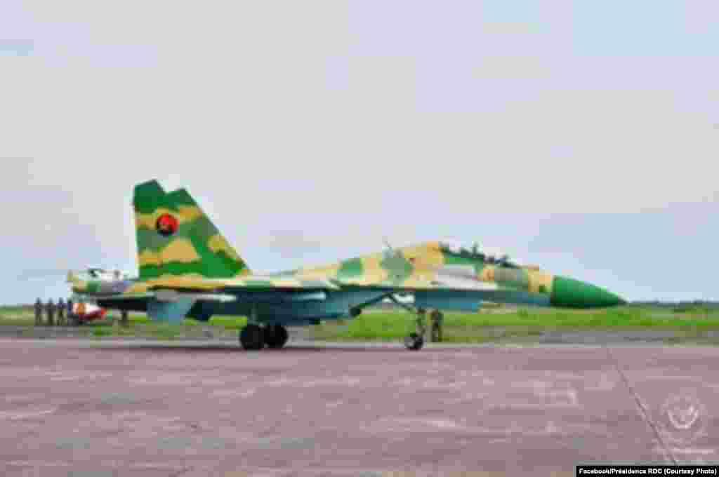 Mpepo Soukhoï 30 K ya mampinga ma Angola (FAA) na libanda lya mpepo lya N'Djili na Kinshasa, RDC, 20 novembre 2020. (Présidence RDC)