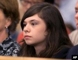 妮可·梅因斯(Nicole Maines)2013年在緬因州最高法院