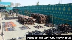 Des armes retrouvées par l'armée pakistanaise dans le Nord Waziristan, photo non datée.