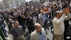 무바라크 정권 퇴진을 요구하는 이집트 시위대