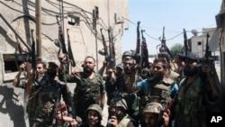 Tentara Suriah merebut kembali kota strategis Deir Attiyeh dari pemberontak Islamis minggu lalu (foto: dok).