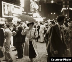 Louis Faurer's street scenes highlighted the energy of New York City's nightlife.
