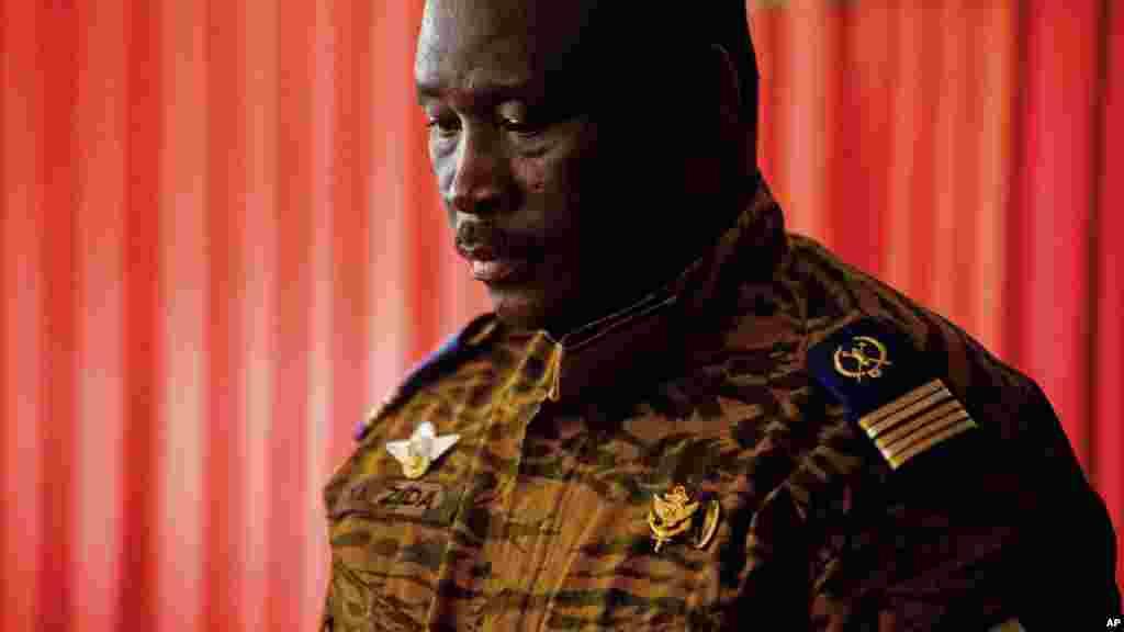 Isaac Zida Shugaban Burkina Faso yace Zasu mika mulki ga kwamitin rikon kwarya, Burkina Faso, Nuwamba 03, 2014.