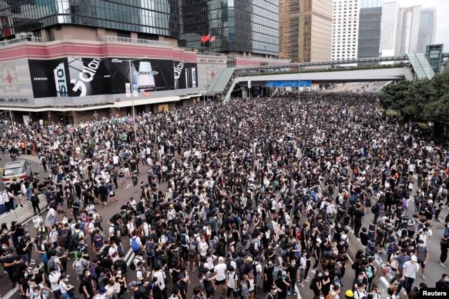 2019年6月12日香港抗议者反对香港对中国的引渡法案。