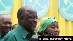 Rais Magufuli na makamu wake Samia Suluhu Hassan wakati wa kampeni