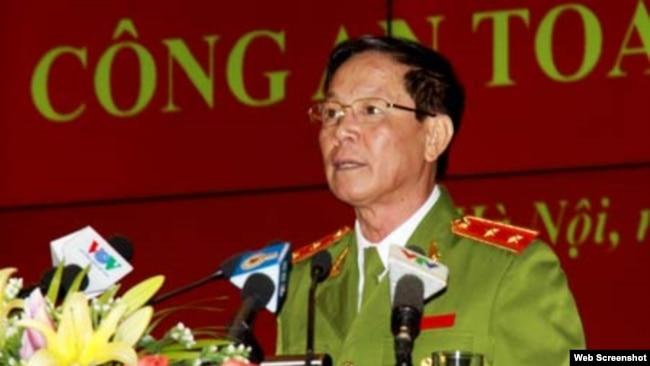 Trung tướng Phan Văn Vĩnh - nguyên Tổng cục trưởng Tổng cục Cảnh sát, Bộ Công an, bị khởi tố hồi tháng Tư vì liên quan tới đường dây đánh bạc nghìn tỷ.