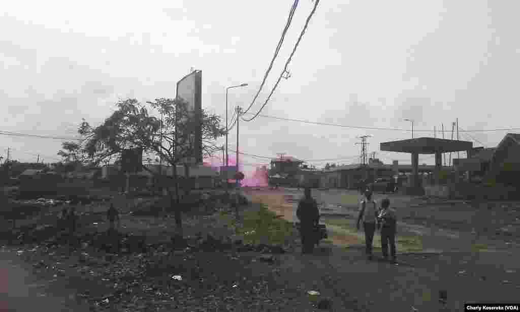 Des manifestants ont érigés des barricades à Goma, capitale de la province du Nord-Kivu, 26 mai 2016. VOA/Charly Kasereka