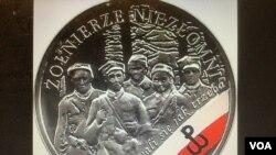 """波蘭中央銀行2017年發行10茲羅提的銀幣紀念""""可惡的戰士"""",硬幣上印有反抗共產黨的波蘭地下抵抗運動戰士肖像。"""