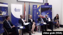 """Učesnici na debati """"Od bugarskog do austrijskog predsedavanja EU"""" u Beogradu, Foto: Glas Amerike"""