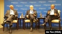 """Đại sứ Việt Nam tại Mỹ Phạm Quang Vinh (phải) tại buổi công bố báo cáo """"Bảo tồn hòa bình ở châu Á"""", Washington, 2/10/2017"""