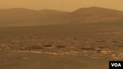 El cráter Endeavour tiene un diámetro de aproximadamente 14 miles (22 kilómetros) y posee 25 veces el ancho del cráter más grande que el robot Opportunity ha capturado previamente en sus 90 meses en Marte.