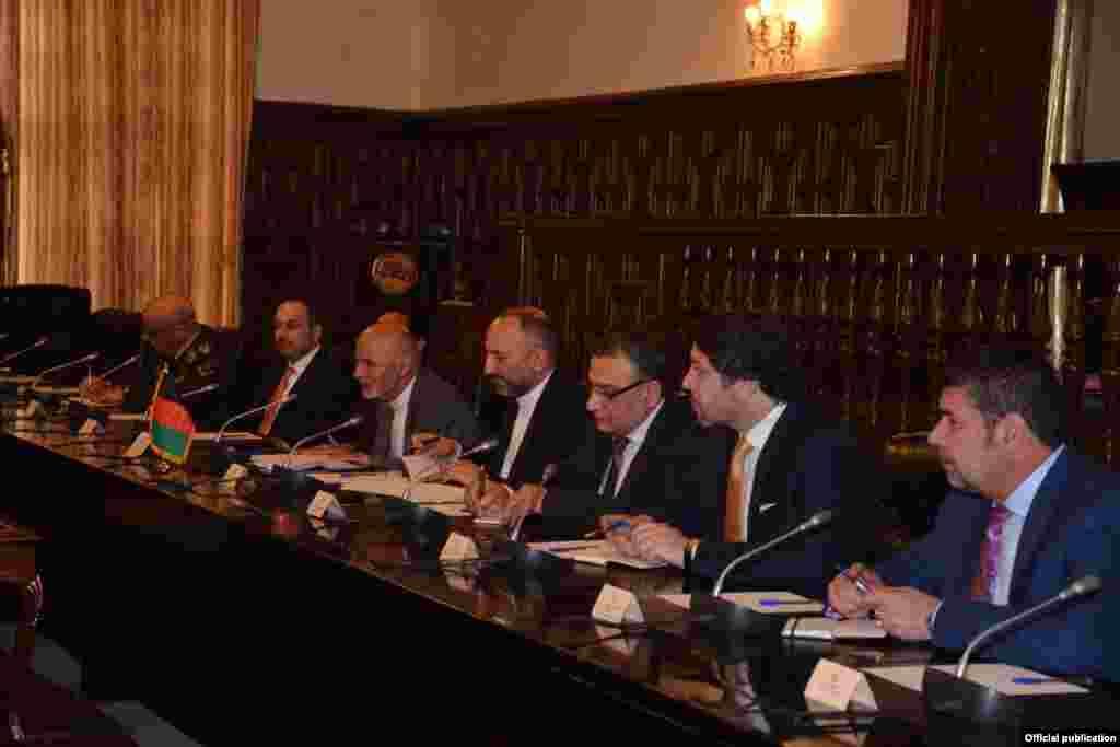 وفود کی سطح پر مذاکرات میں پاکستان کی نمائندگی میاں نواز شریف جبکہ افغانستان کی جانب سے اشرف غنی وفد کی سربراہی کر رہے ہیں۔