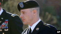 El sargento Bowe Bergdahl estaba supuesto a ser sentenciado el lunes, pero la audiencia ha sido pospuesta hasta el miércoles.